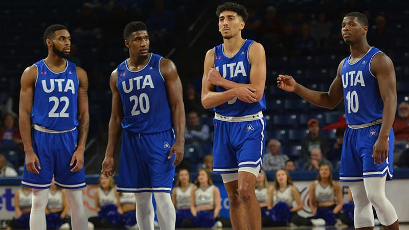 Men_s_Basketball_Team_Lineup.jpg
